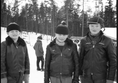 Tre grabbar på berget