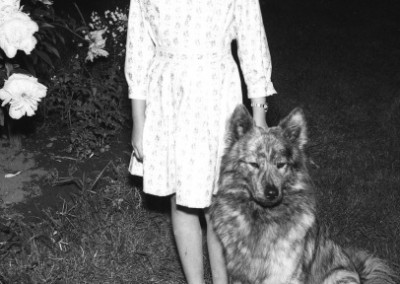 Anita Bom och hunden Buzze