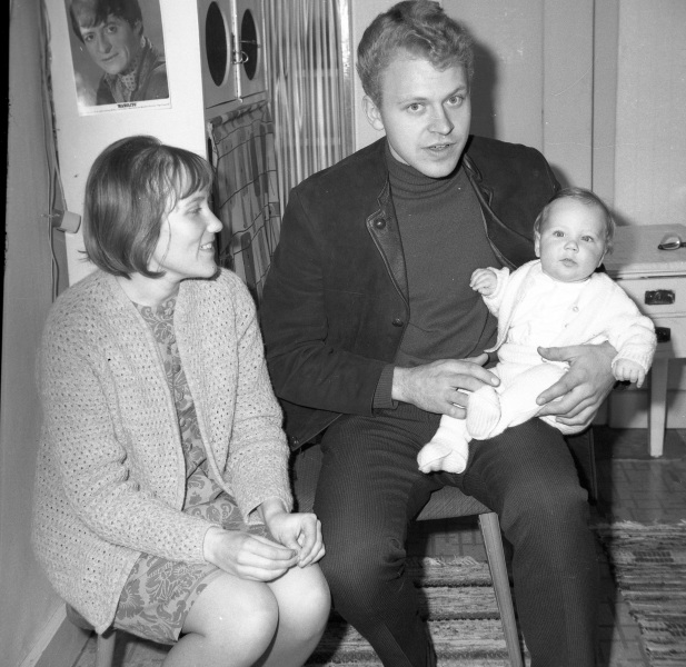 Aina, Ove och baby Anders