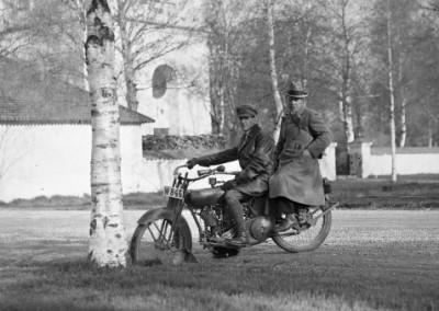På motorcykeln