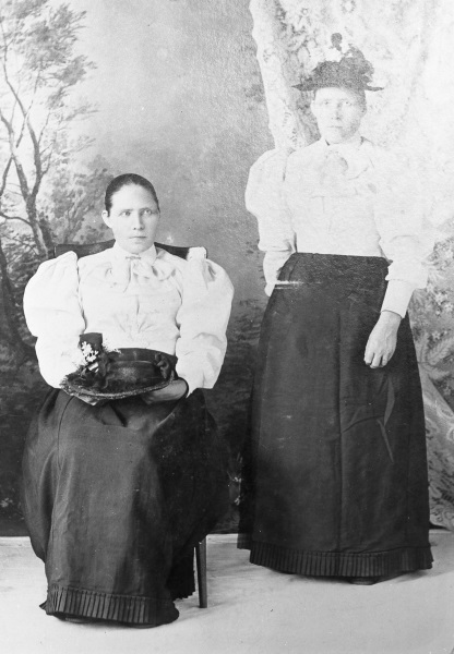 Systrarna Anna och Karin