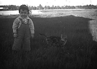 Barn med katt
