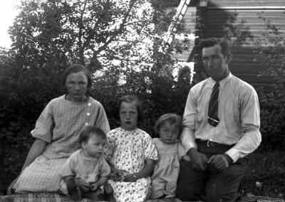 Familj med tre barn