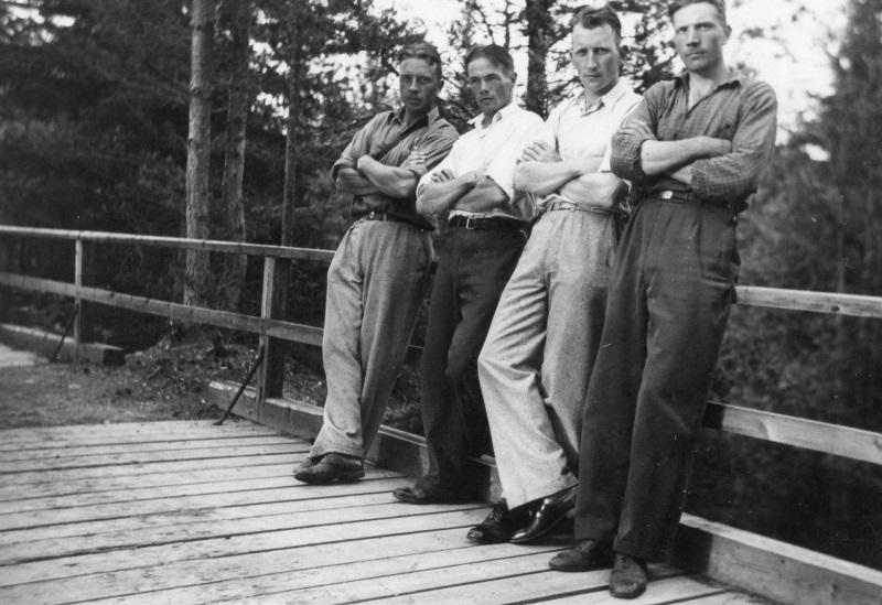 Fyra män på bron