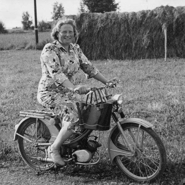 Järk Frida på mopeden