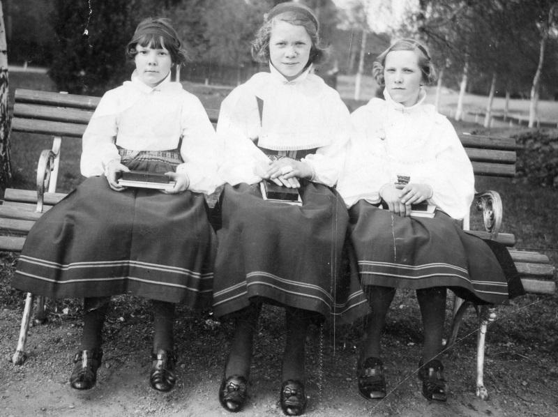 Jans Margit, Anna-Stina och Tomt Elsa