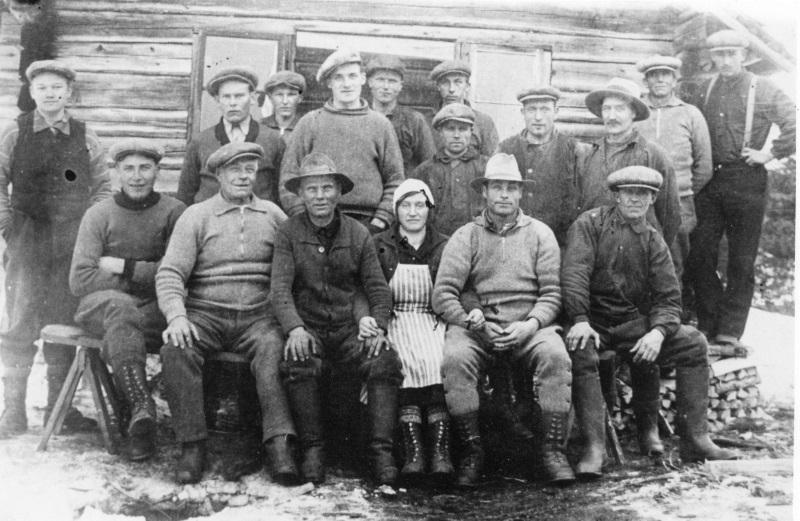 Skogsarbetare i Råbergets fäbod 1934