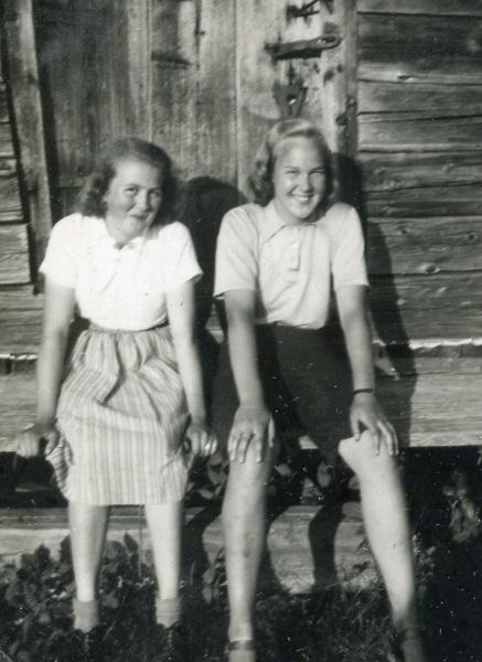 Viola och Britta 1942