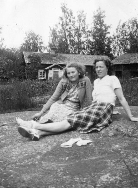 Viola och Signe 1942