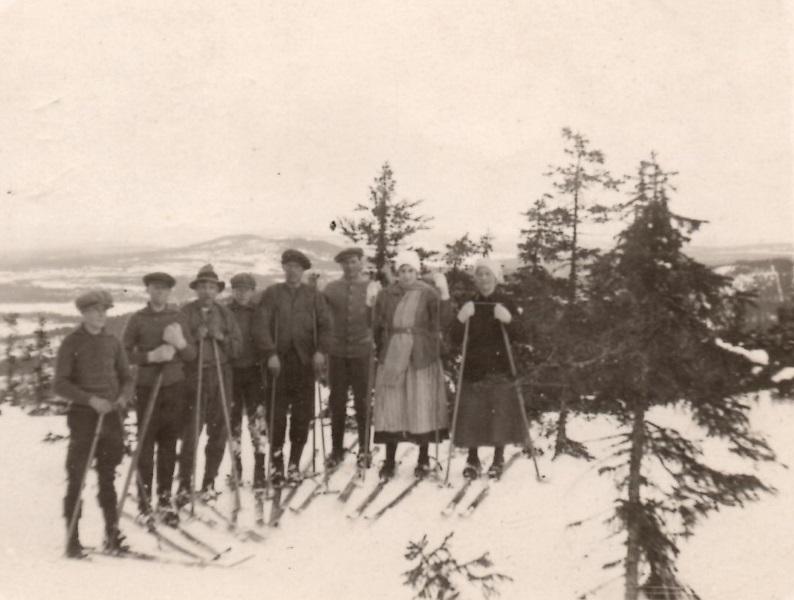 Solleröungdomar på skidutflykt 1924