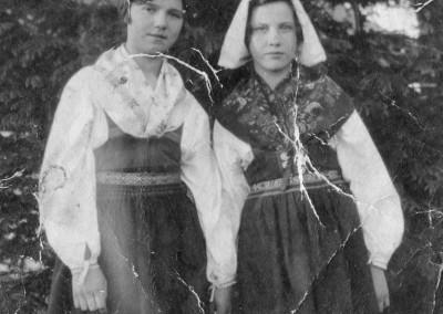 Två flickor sommaren 1927