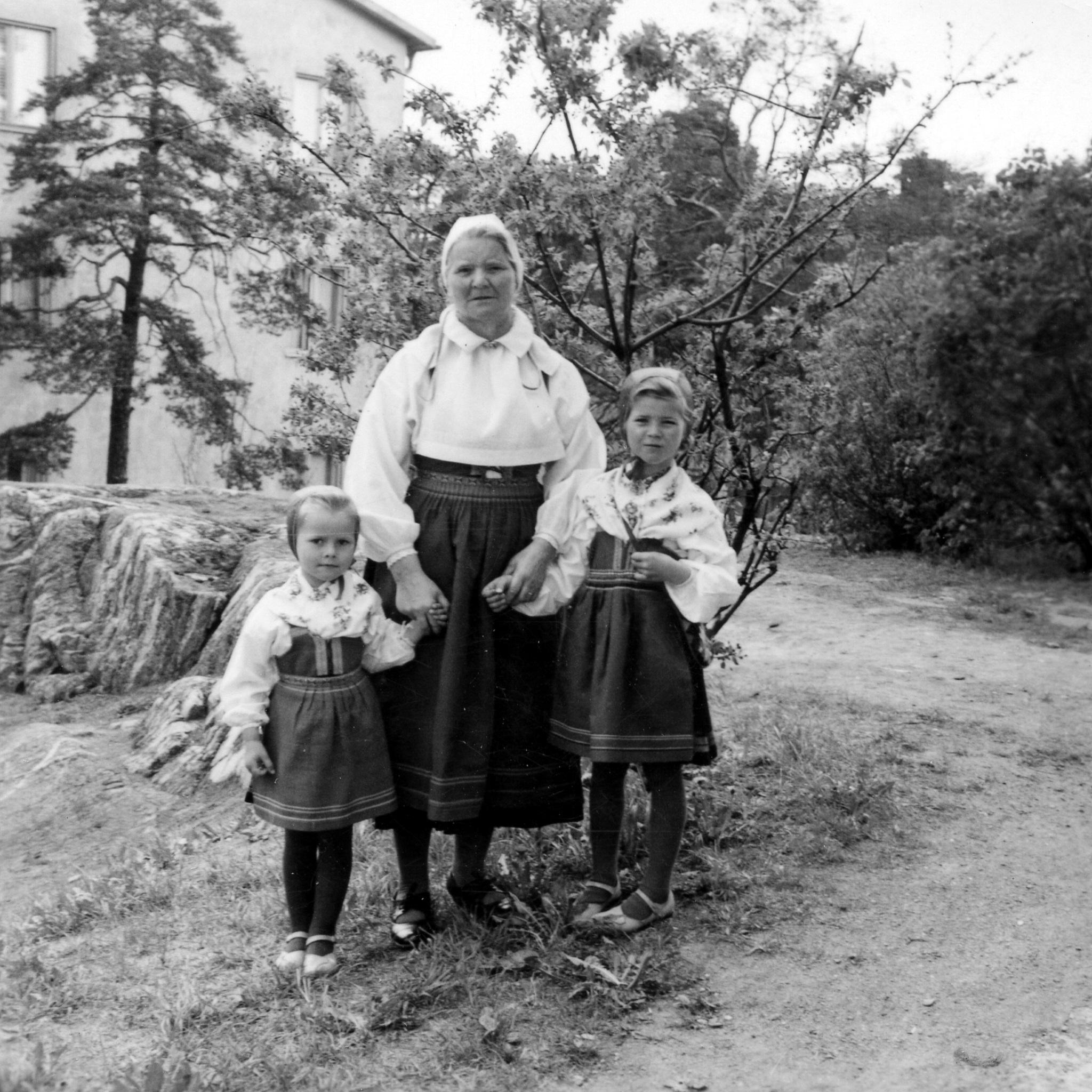 Lina Myhr med Ann och Eva