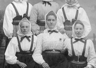 Sex kvinnor