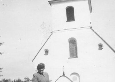 Utanför kyrkan