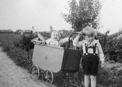 Pojke med barnvagn