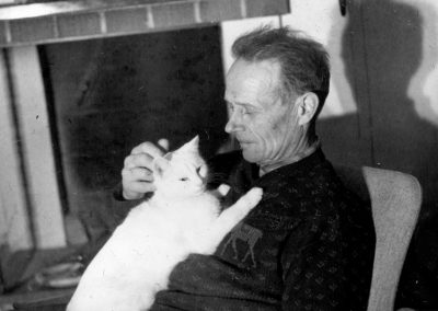Håll Gustaf och katten