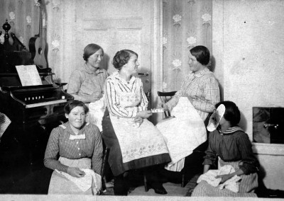 Fem kvinnor 1918