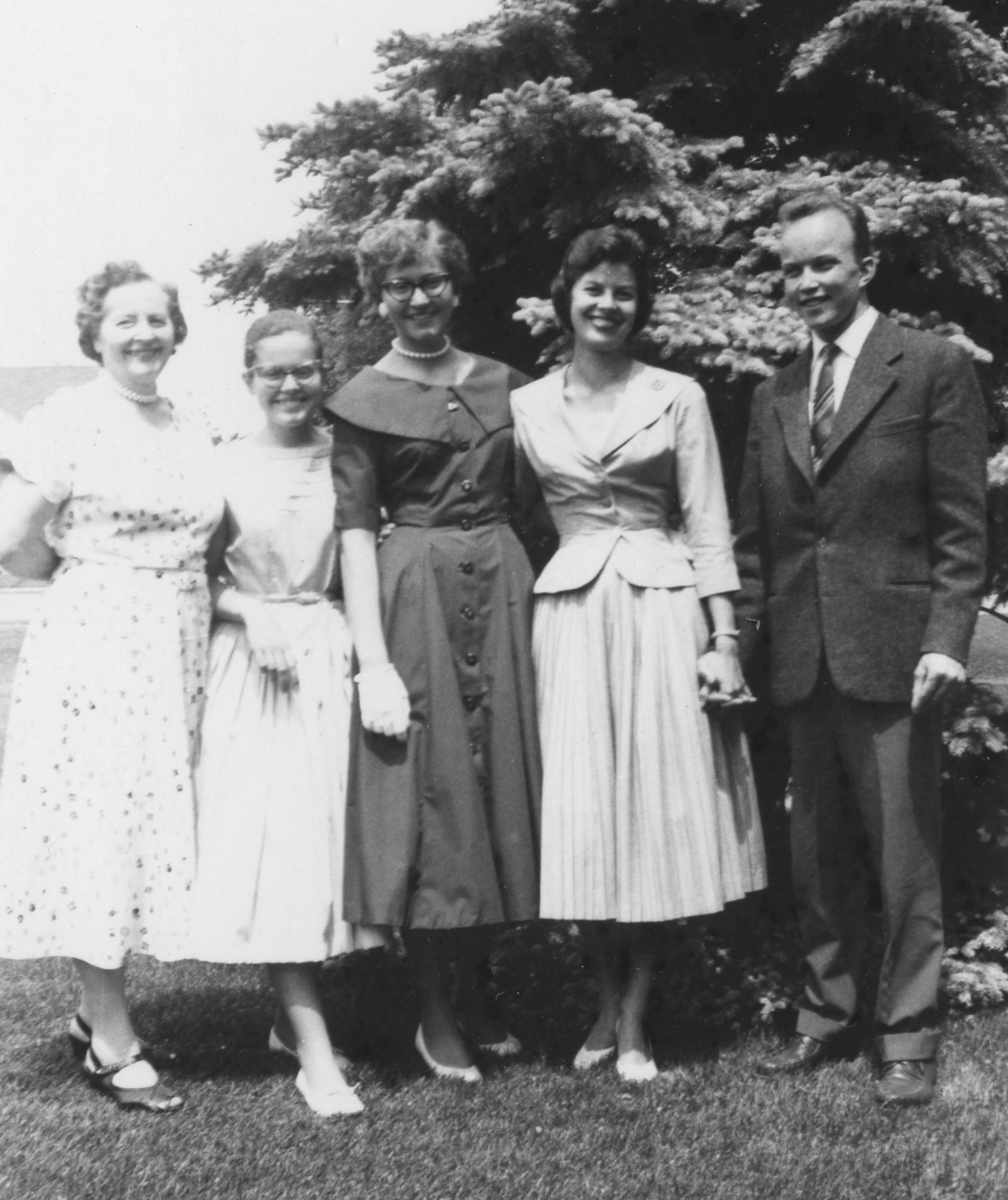 Fyra kvinnor och en man